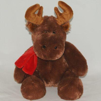 Piros sálat viselő barna színű ünnepi rénszarvas.