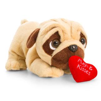 Fekvő játék mopsz kutyuska plüss szívvel